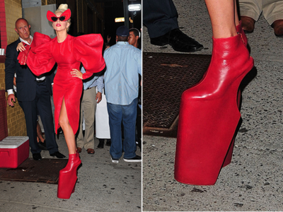 Wow! Ini Dia Sepatu Wanita Paling Unik yang Pernah Dikenakan Selebriti