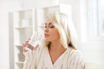 Ternyata Air Putih Bisa Atasi Masalah Keputihan Lho!