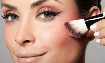 Yuk, Cek 5 Rekomendasi Powder Blush On Terbaik yang Harus Kamu Tahu