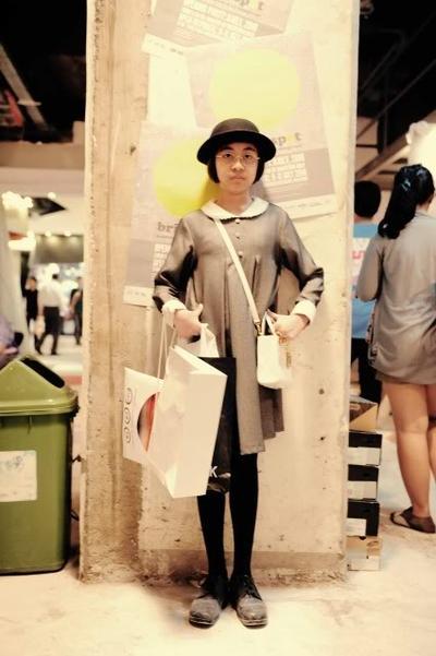 Evita Nuh, Fashion Blogger Terkenal yang Gayanya Kekinian Banget!