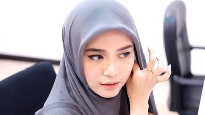 Tutorial Hijab Square Super Mudah dan Stylish Ala Restu Anggraini