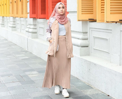Inspirasi 5 Style Outer Hijab Kekinian Ala Selebgram yang Akan Membuatmu Lebih Fashionable