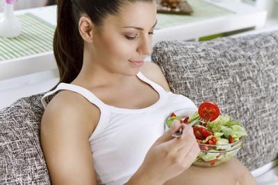 2. Makan Makanan Bernutrisi