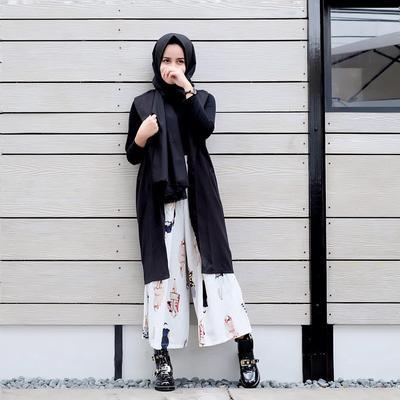 Yuk, Intip Gaya Monokrom Selebgram Hijab Paling Simple dan Hits di 2017