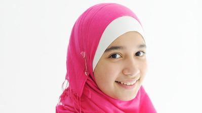 Si Kecil Kenakan Hijab? Ini 5 Cara Memilih Bahan Hijab yang Tepat untuk Anak!