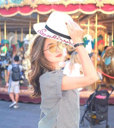 Yuk, Tiru 4 Gaya Liburan Ala Luna Maya Agar Kamu Bisa Berfoto OOTD Setiap Hari!