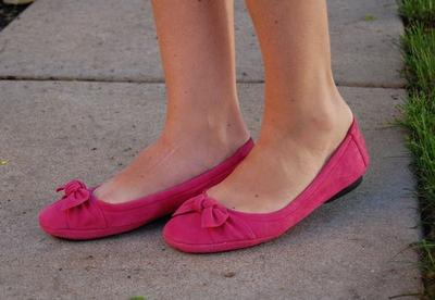Yuk, Cegah Belang Pada Kulit ketika Memakai Flat Shoes dengan 3 Langkah Mudah!