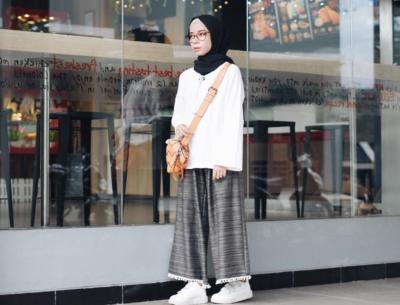 Bagi Kamu yang Bertubuh Mungil, Begini Lho Cara Padu Pada Kulot Hijab yang Tepat!