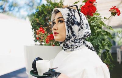 Wow, Begini Style Desainer Cantik Dian Pelangi di 2017 ini! Penasaran?