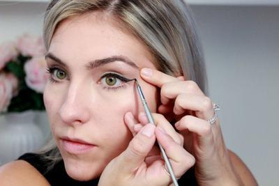 Begini Urutan Penggunaan Make Up Mata untuk Pemula yang Perlu Kamu Terapkan!