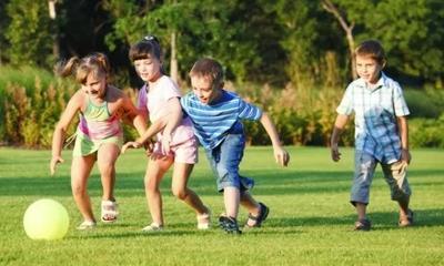 Anak Sedang Bergerak Aktif
