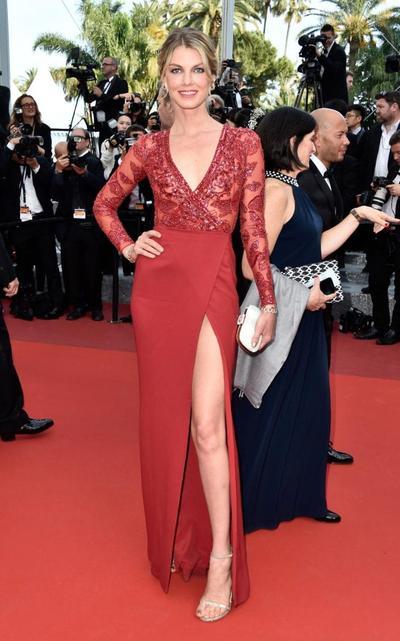 Red is the New Sexy! Intip Gaya Menggoda 4 Selebriti dengan Dress Merah Ini