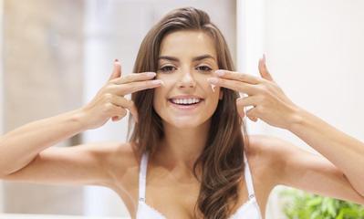 Catat! Pilih 3 Primer Unggulan Ini Kalau Kamu Memiliki Kulit Wajah Berjerawat