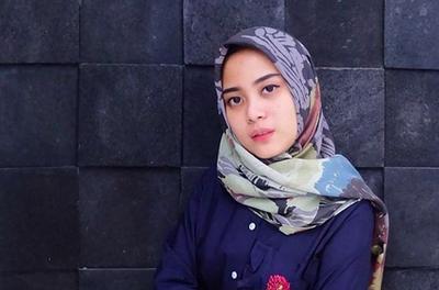 Ragam Style Hijab Kantor Restu Anggraini