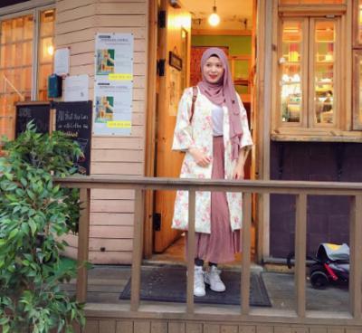 Inspirasi Tampil Modis dengan Hijab Simple Ala Selebgram Korea