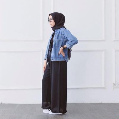 1. Kasual dengan Kombinasi Jaket Jeans