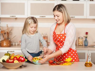Mudah dan Efektif, Inilah 4 Cara Membujuk Si kecil Untuk Makan!