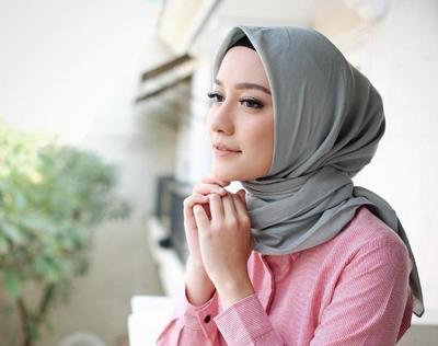 Hijabers Wajib Tahu! Ternyata Ini Dia Warna Hijab yang Paling Disukai oleh Pria!