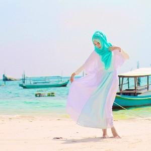 Padu Padan Warna Hijab Tosca Ini Membuat Penampilanmu Makin Manis!