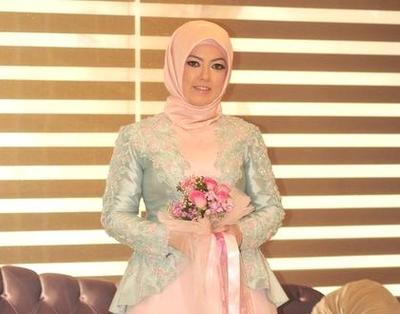 Psst, Ini Dia Tips Kebaya Muslim untuk Kamu Wanita Bertubuh Gemuk!