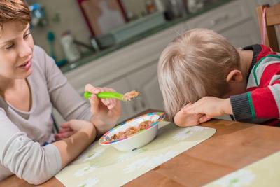 Sabar dan Cari Tahu Penyebab Anak Susah Makan