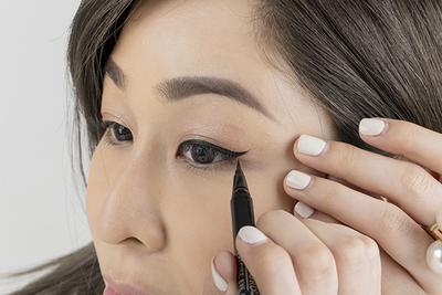 Mengaplikasikan Wing Eyeliner Akan Lebih Mudah dengan 4 Rekomendasi Brand Eyeliner Ini