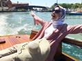 Intip 5 Ide Gaya Hijab Traveling Laudya Cynthia Bella yang Super Fashionable Ini!