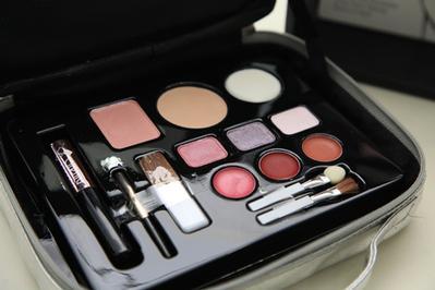 5 Rekomendasi Makeup Halal yang Cocok untuk Kulit Wanita Indonesia
