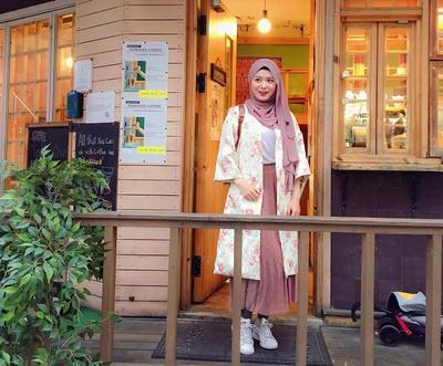 Intip 5 Style Paling Modis Ala Hijab Ayana Moon, Hijabers Cantik dari Korea Ini!