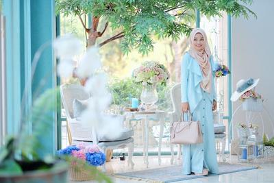 Tips Tampil Anggun dengan Hijab Syar'i Warna Pastel Ala Ghaida Tsurayya