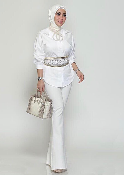 Ini Dia 5 Inspirasi Fashion Kemeja Ala Syahrini Agar Penampilanmu Semakin Cetar