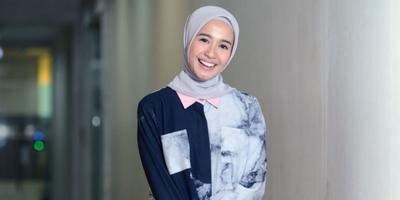 Tampil Modis dan Kekinian dengan Hijab dan Celana Jeans Ala Laudya Chynthia Bella