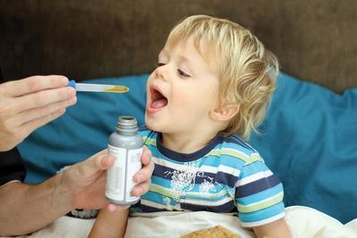 Hati-hati Ladies, Konsumsi Antibiotik Ternyata Memberikan 5 Efek Samping pada Si Kecil, Lho!
