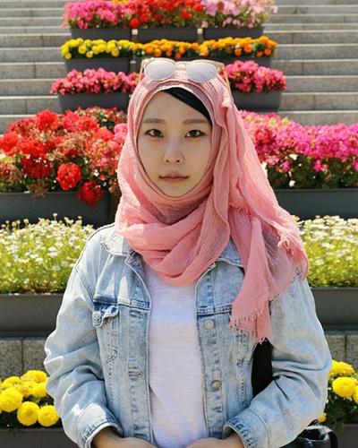 Style Hijab Korea Seperti Ini Lagi Hits Banget Lho di Tahun 2017, Yuk Coba!