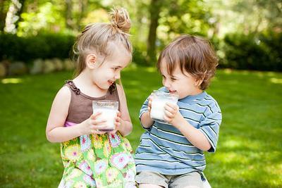 Moms, Ini Dia Susu yang Dapat Menambah Berat Badan Anak!
