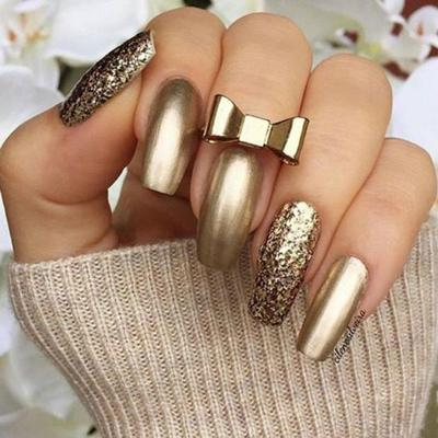Mesmerizing Gold Nail Art