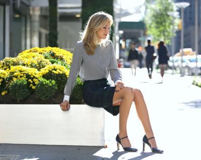 Saatnya Bikin Gaya Rok Hitam Jadi Outfit Kerja yang Tidak Membosankan dengan Tips Ini!