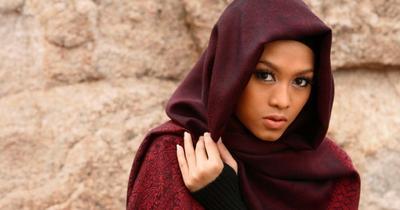 Cari Tahu Yuk, Warna Lipstik yang Pas Untuk Hijabers Berkulit Gelap