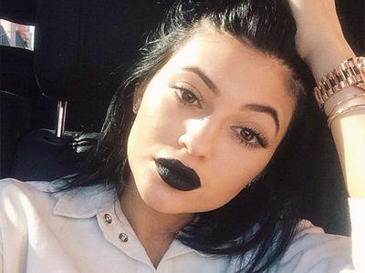 Ladies, Ternyata Warna Lipstik Ini Tidak Disukai Oleh Pria Lho!