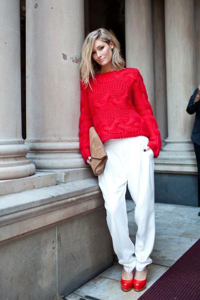 Sweater dan High Heels Merah
