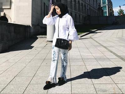 Tampil Cantik dan Stylish dengan Fringe Jeans yang Lagi Hits di Tahun Ini ala Selebgram