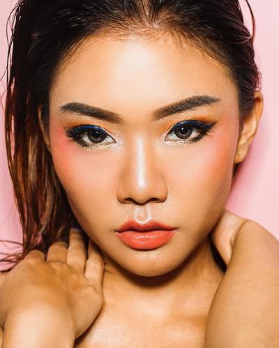"""Intip """"The Empress"""" Make Up Look Ala Marcella Kikyanto, Pemenang Beauty Vlogger of the Year 2017"""