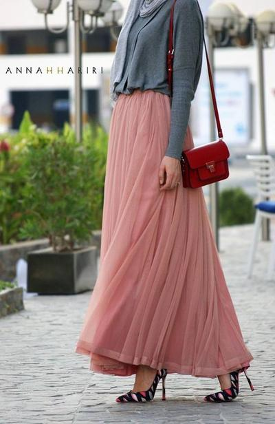 Pointing-toe and Flare Skirt