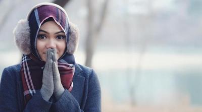 Simpel Tapi Keren, Ini Style Hijab Rina Nose yang Bisa Kamu Contek