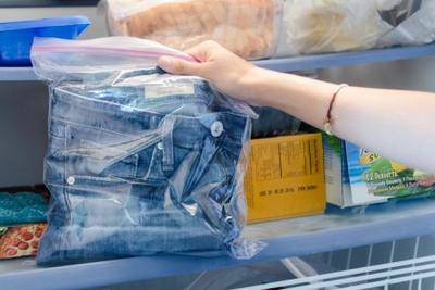 Stop Menggunakan Mesin Cuci, Ikuti Tips Berikut Agar Celana Jeans Awet!