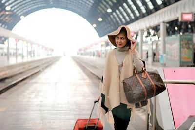 Ini Dia 4 Gaya Hijab Traveling Paling Keren untuk Kamu yang Mau Liburan!