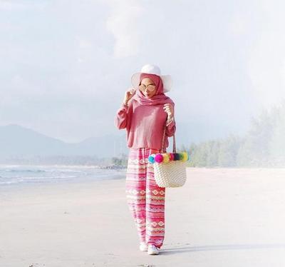 Mau Liburan? Contek Nih Gaya Hijab ke Pantai Ala Selebgram yang Kekinian Banget!