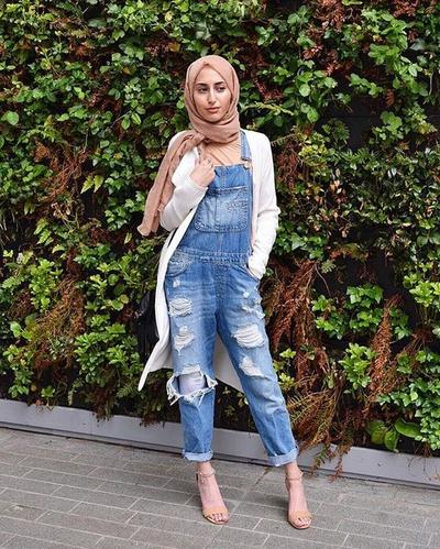 2. Overall Ripped Jeans