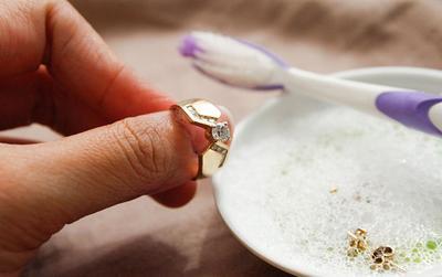 Cuci dengan Sabun Pencuci Piring