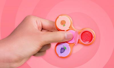 Ada Lip Gloss di dalam Fidget Spinner? Kamu Harus Tahu yang Satu Ini!